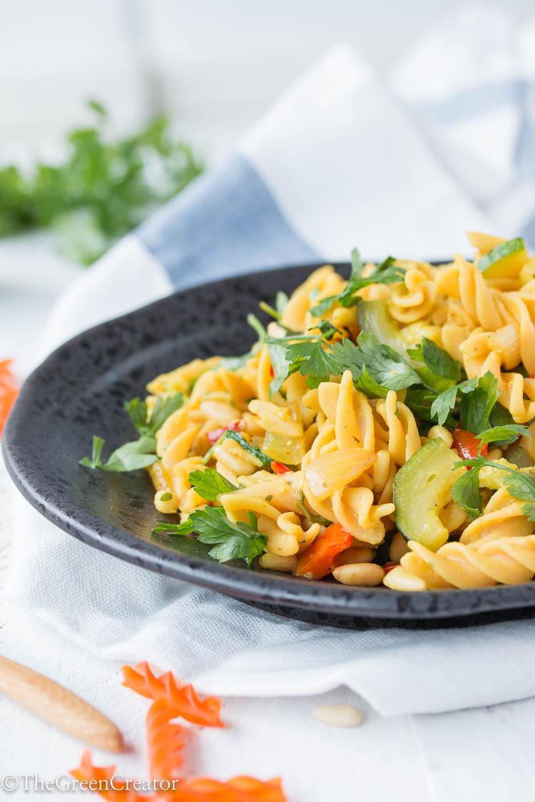 Rode linzen pasta met courgette en limoen