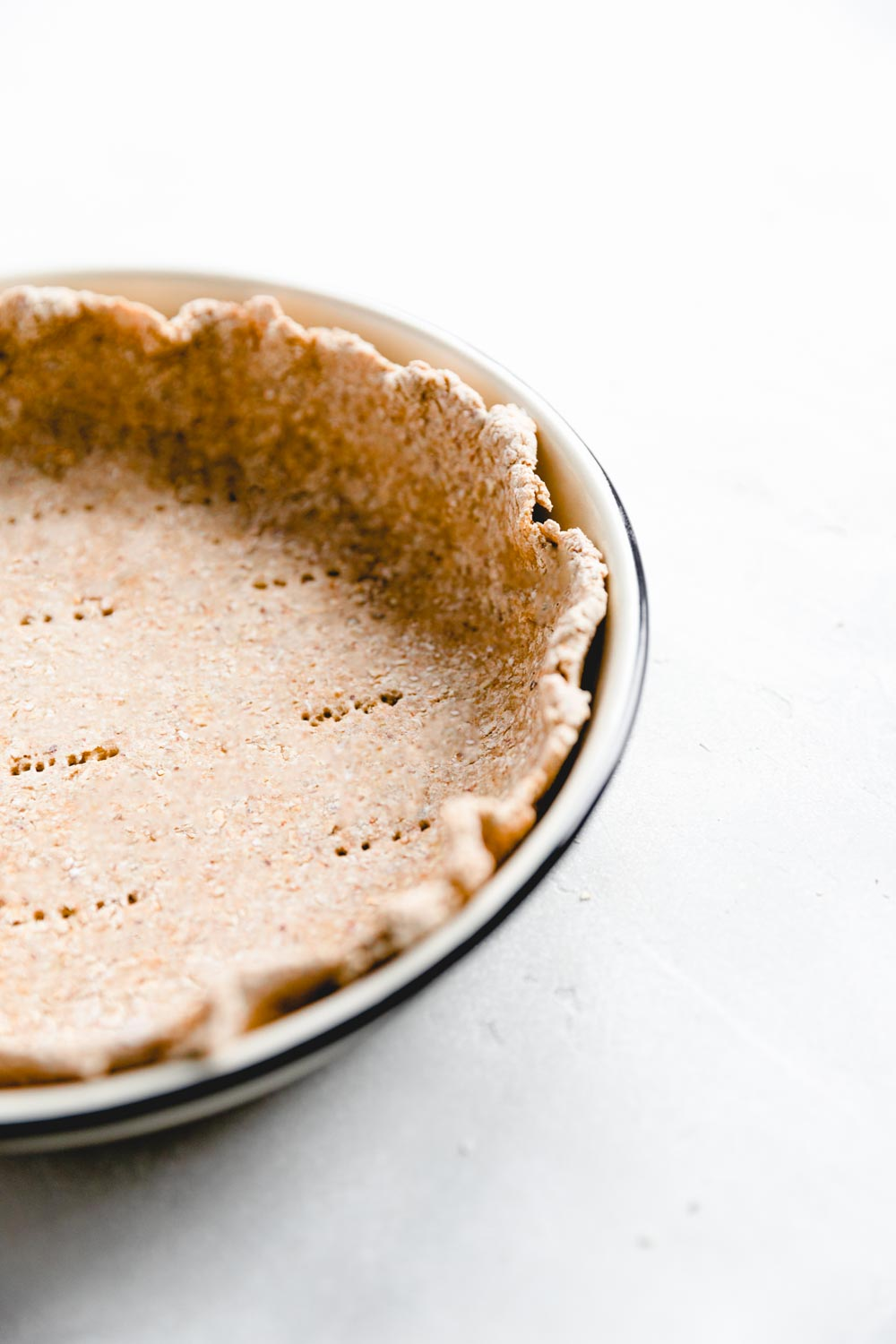 pie crust in a pie plate with a blue border from the side