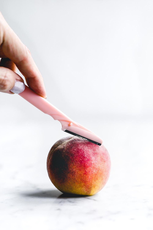 face razor with peach